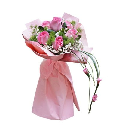 Prefinjene i mirisne ruže u buketu