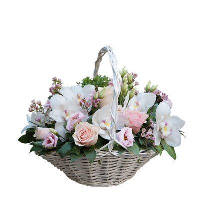 Žene i cveće cvetni aranžman