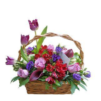 Poruka u korpi cveća