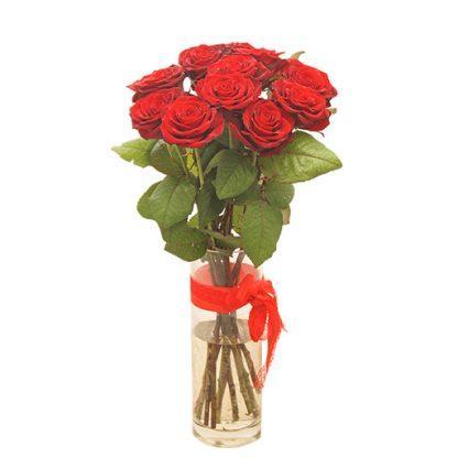 Crvene ruže u vazi